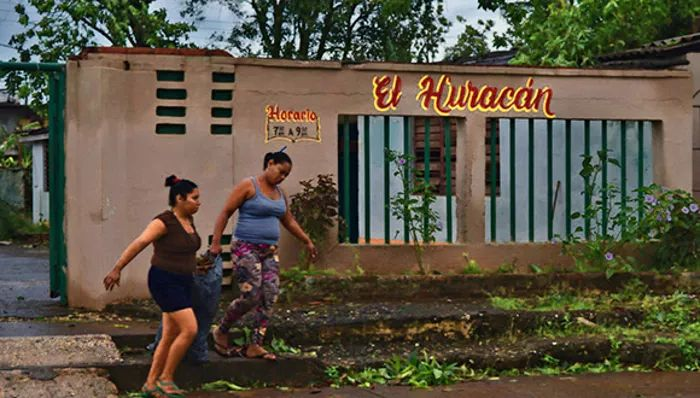 Huracanes, bloqueo USA y Cuba
