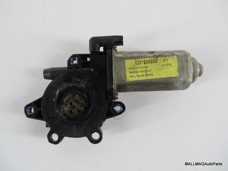 1999-2004 Land Rover Discovery 2 Right Rear Window Motor CUR100440 D2