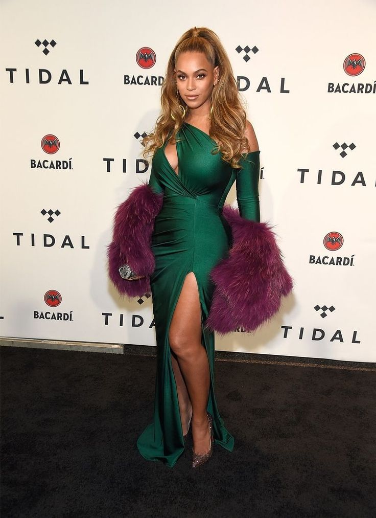 Beyonce Channels Classic Hollywood In A Slinky Emerald Walter Mendez Gown - Fashion Style Mag