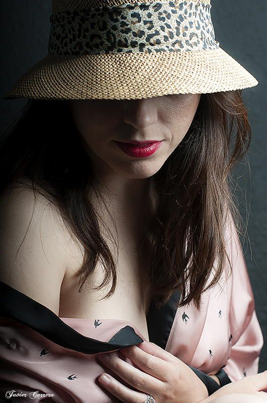 Sensual y misteriosa mujer