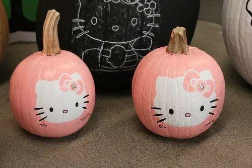"fairytale-christmas: ""Hello Kitty pumpkins! """