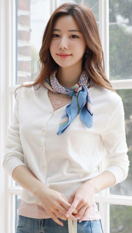 StyleOnme_Pearl Button Soft V-Neck Cardigan #pearl #soft #ivory #cardigan #feminine #koreanfashion #kstyle #kfashion #springtrend #dailylook