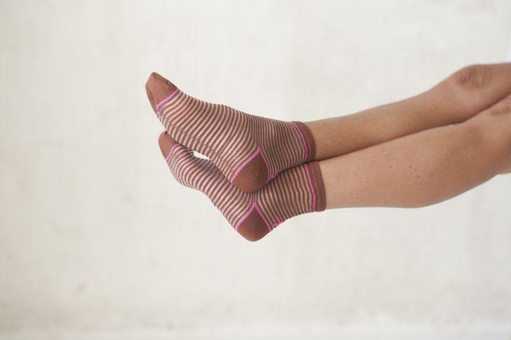 Calcetines Hop Socks. Marta brown transparent stripes. www.hopsocks.com Lucia M. Photo.