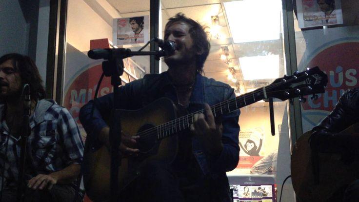 Gonzalo Yañez - La Oscura Noche (Tienda Musica Chilena 16-04-2014)