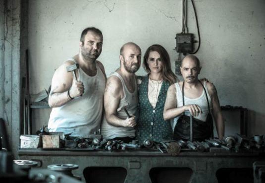 « Οι Σιδεράδες», μια βαλκάνια κωμωδία του Σέρβου Μίλος Νίκολιτς, είναι ένα εγκώμιο στην ανθρώπινη ύπαρξη, μια απόδειξη πώς όταν η αγάπη μιλά, το μίσος, τα όπλα, ο εθνικισμός σιγούν. ____________________________ #theatro #theater #art  http://fractalart.gr/oi-siderades/