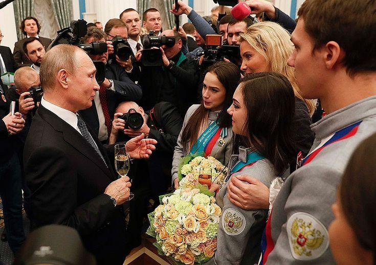 День чествования чемпионов и призеров в Кремле совпал с восстановлением МОК прав Олимпийского комитета России Фото: REUTERS