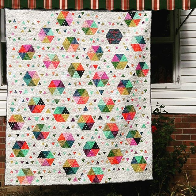 #IGQuiltFest with @amyscreativeside Day 22: Special Finish. Swarm by Sel is the first full sized quilt I designed myself. It was also my first QuiltCon acceptance, in the 2016 show. I have plans to make another later this year! #swarmbysel