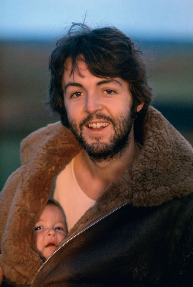 Paul McCartney & Baby Stella,1970 by  Linda McCartney http://www.amazon.com/Linda-McCartney-Photographs-Annie-Leibovitz/dp/3836527286 #Photography