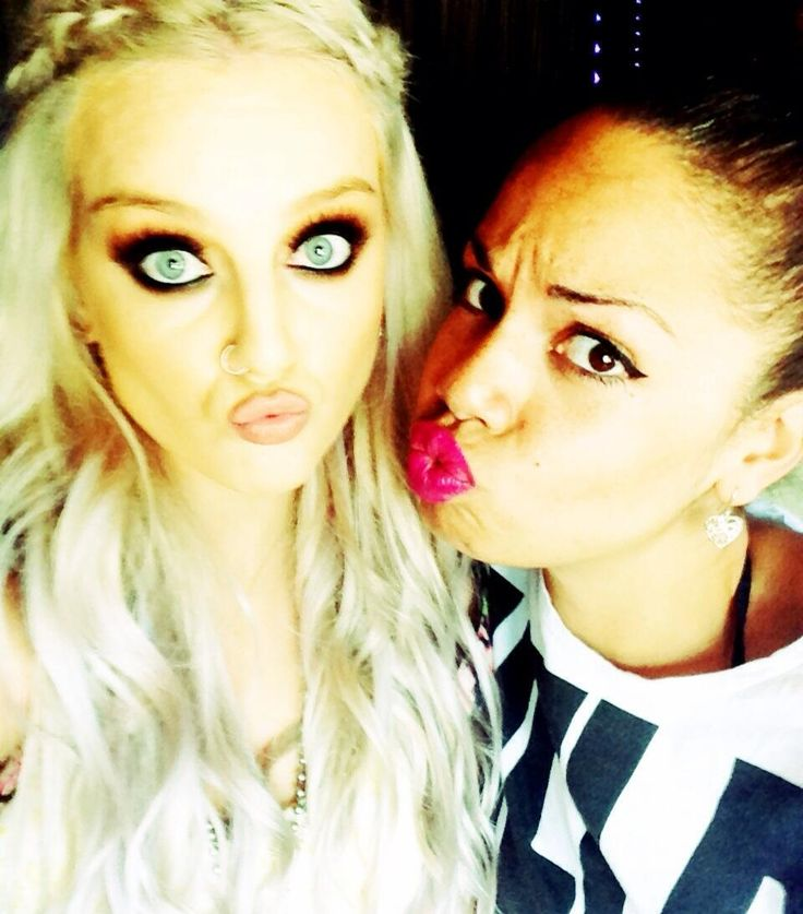 Perrie with a fan. Her eyes are so pretty!!