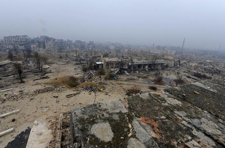 Já em dezembro de 2016, a vista geral da cidade de Aleppo, na Síria, não parece mais um local agradável para passar as tardes. Só escombros restaram. A cidade foi classificada como Patrimônio da Humanidade pela ONU (Organização das Nações Unidas), e sua destruição é razão de preocupação para arqueólogos e historiadores