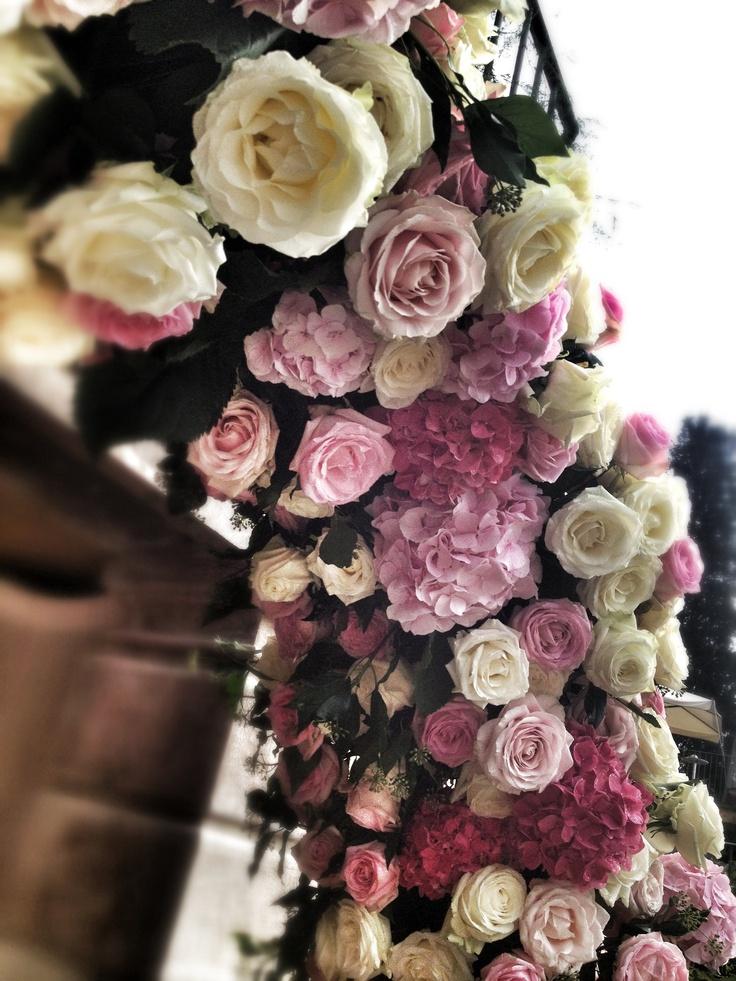 arch of flowers for ceremony; La Rosa Canina FIRENZE www.larosacaninafioristi.it