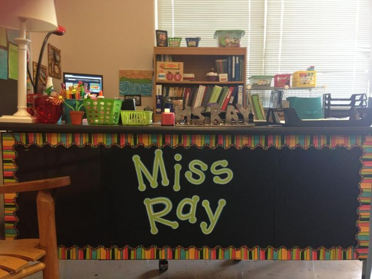 love the idea of making a bulletin out of the front of your desk!