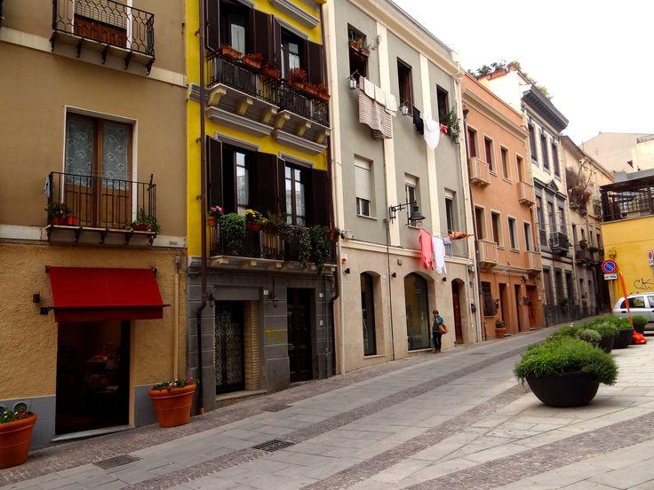 Vico II Vincenzo Sulis, Cagliari. Colourful picture !