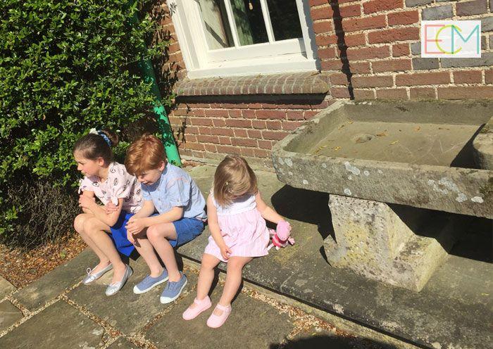 zapatos españoles, sesión de fotos, hermanos, moda infantil, zapatos niños, pisamonas zapatería infantil