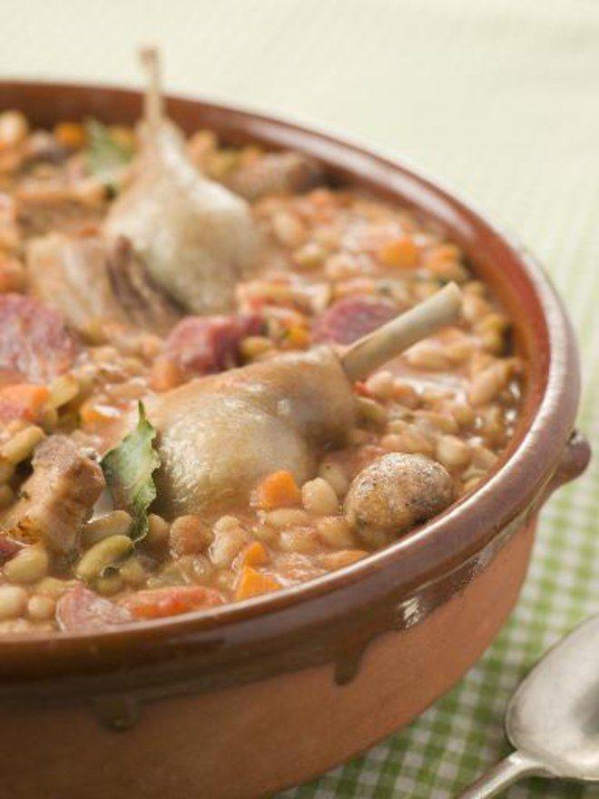 Le porc, longtemps rangé du côté des viandes du pauvre, regagne le coeur des foodistas.Cassoulet fejoada, retrouvez nos recetets de plats uniques et pas chers avec diu porc
