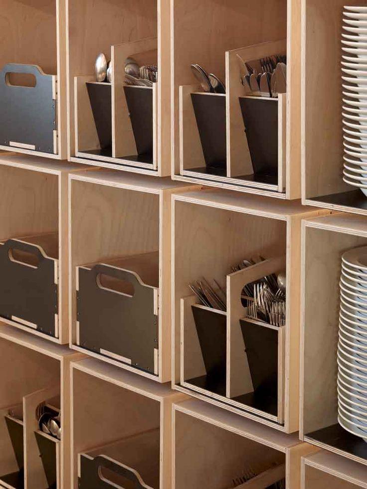 Tremendamente sencillo y funcional, restaurante Noma (platos de diseño en un lugar de diseño) fotos extraídas de  BlogdelDiseño.com