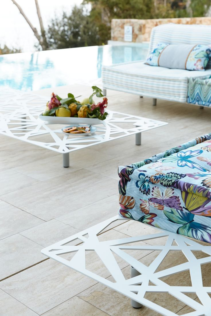 Roche Bobois L Mah Jong Outdoor Collection Design By Hans Hopfer L Photo By Baptiste Le Quiniou Outdoor Furnishings Outdoor Modular Sofa
