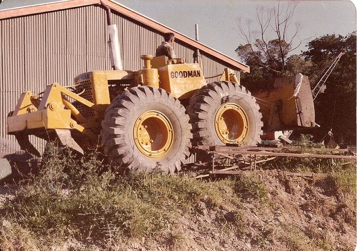 Goodman Earthmovers of Waikanae, a big LeTourneau/Wabco user, also has an LW12 or two. This particular example is fitted with a non-standard parallelogram ripper, the usual fitment being a radial arc type. This particular machine is the one the author operated for a short while