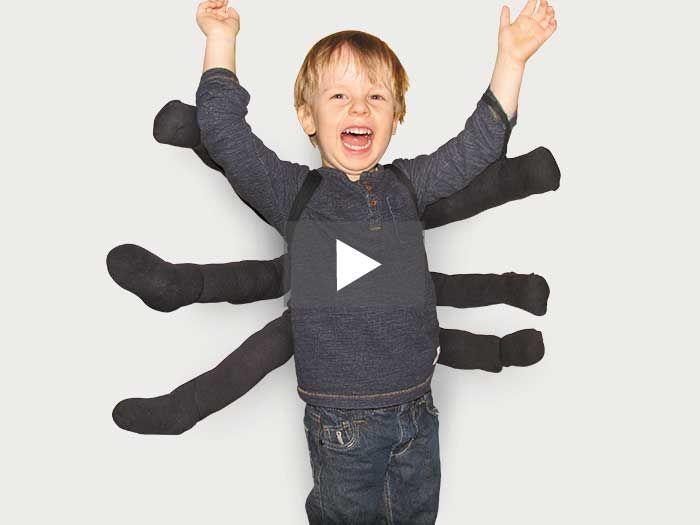 Karneval steht vor der Tür und Du hast noch kein Kostüm? Dann pass auf, denn dieses witzige Spinnenkostüm eignet sich für Kinder und Erwachsene und ist mit wenigen Hilfsmitteln blitzschnell selbst gebastelt!