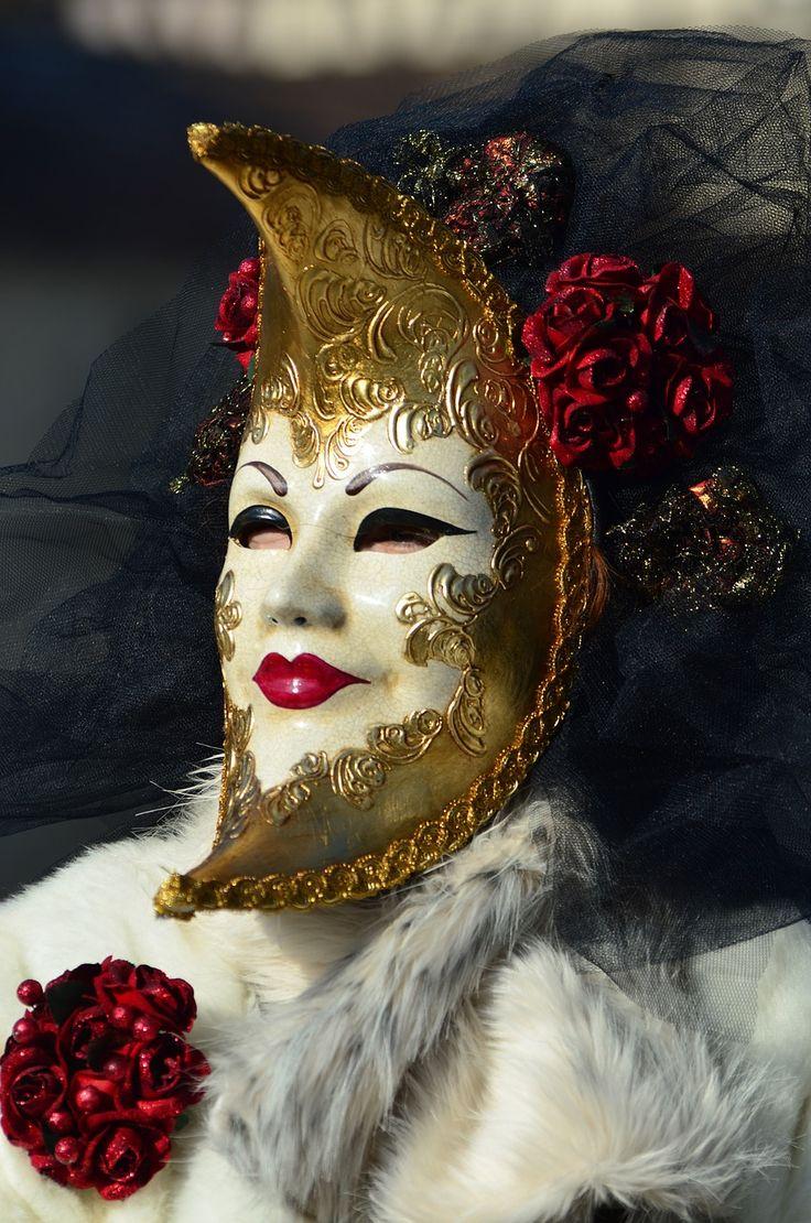 De prachtige carnavals maskers van Venetië. Je ziet ze overal in Venetië (ook als het geen carnaval is). Bekijk alle tips voor een stedentrip Venetië.