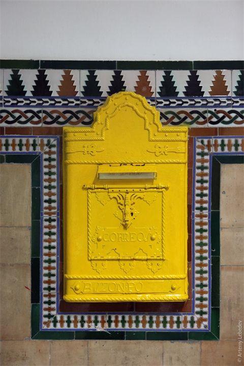 Старинные почтовые ящики Почтовые ящики впервые появились в Российской империи на улицах Санкт-Петербурга и Москвы в 1848 году. В Москве почтовые ящики были введены 1 ноября 1848 года предп...