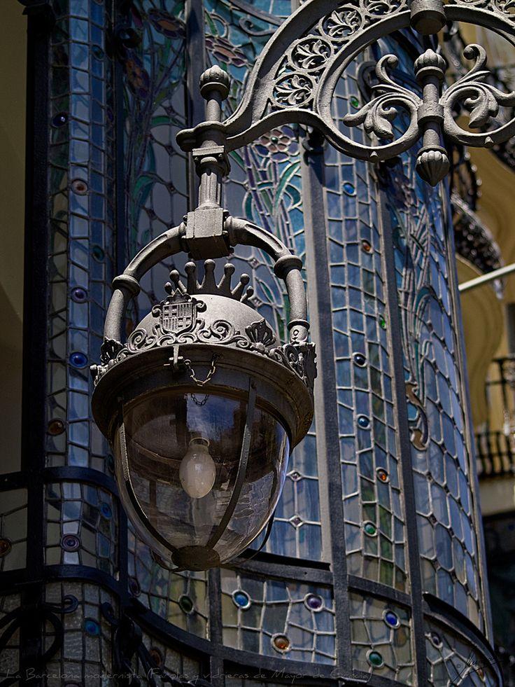 La Barcelona modernista (Farolas y vidrieras de Mayor de Gra - Imagen & Foto de Miguel-Angel Ramón maramon de Street Art - Fotografia (25756347) | fotocommunity