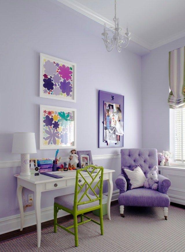 Schreibtisch für Kinderzimmer-Stuhl mit grünem Gestell-Lila-Wände