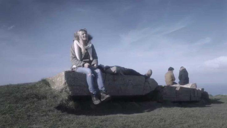 """Louane - JOUR 1 (Vidéo Officielle) 1er album """"Chambre 12"""" disponible : http://louane.lnk.to/AlbumCh12 Facebook : http://po.st/LouaneFB Twitter : http://po.st..."""