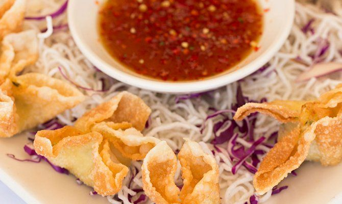 Think you can make The #CheesecakeFactory's crispy #crab wontons better than them? Put your skills to the test with this #recipe!