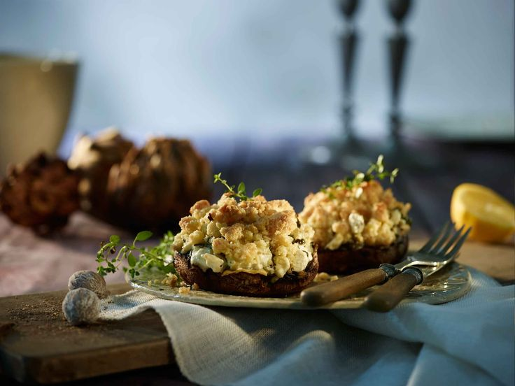 Deliciously light Artichoke and Spinach stuffed Mushrooms that can be served as an appetiser or as a decadent breakfast.
