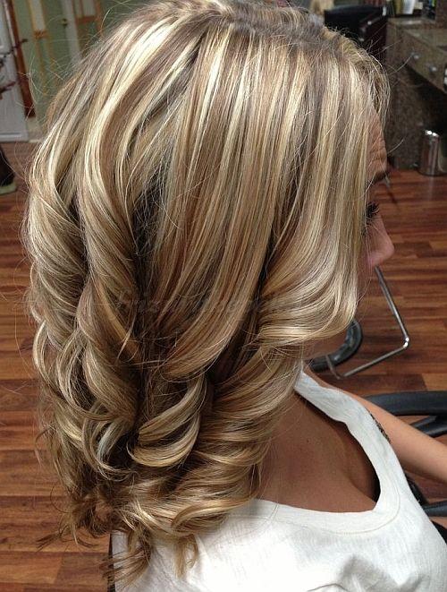 női frizurák hosszú hajból - hullámos frizura hosszú hajból