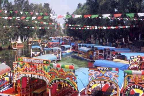 10 Essential Mexico City Sights: Xochimilco