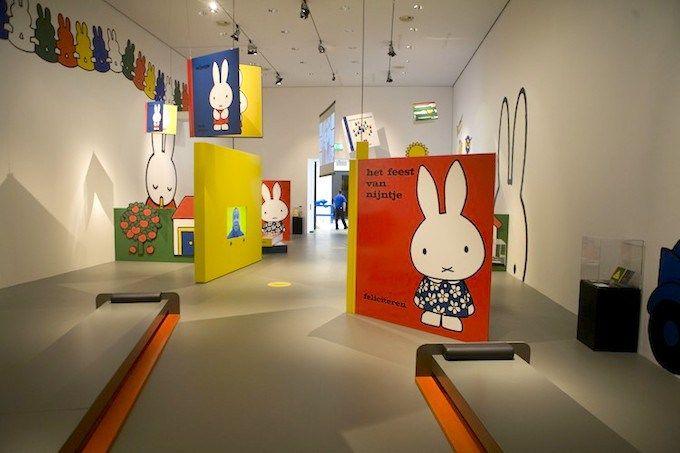 Op zoek naar een leuke activiteit om met je kids te doen tijdens deze regenachtige dagen? Breng dan eens een bezoekje aan het nijntje museum in Utrecht.
