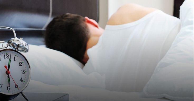 A importância do sono no controle do peso -   O sono é um período de descanso para o corpo. Durante o sono, corpo e mente se recuperam das atribuições do dia-a-dia, fazendo com que os indivíduos se sintam descansados ao acordar.  O que você come, pode estar diretamente relacionado com a qualidade do seu sono. Por quê?  Dentre - https://acontecebotucatu.com.br/colunistas/ana-beatriz-nicoletti/importancia-sono-no-controle-peso/