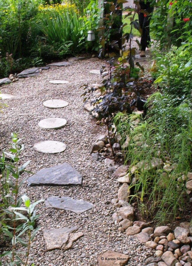 Pea gravel path with stepping stones through the garden for Gravel path edging ideas