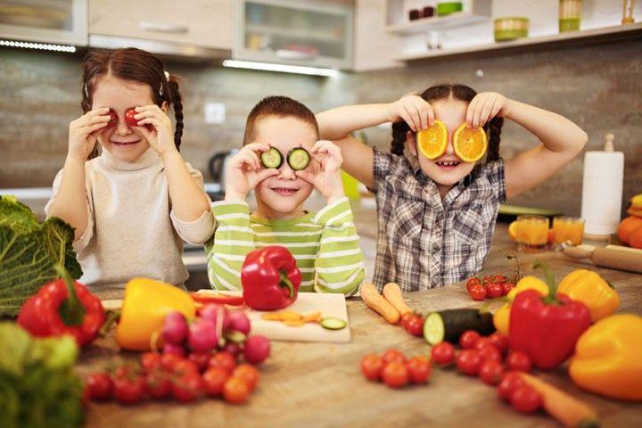 Top 10 Super Alimentos Y Vitaminas Para Los Ojos http://top10remedioscaseros.com/super-alimentos-y-vitaminas-para-los-ojos/