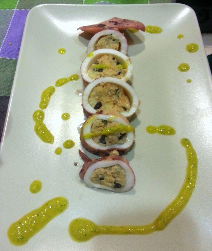 Calamari ripieni con salsa di basilico e arancia