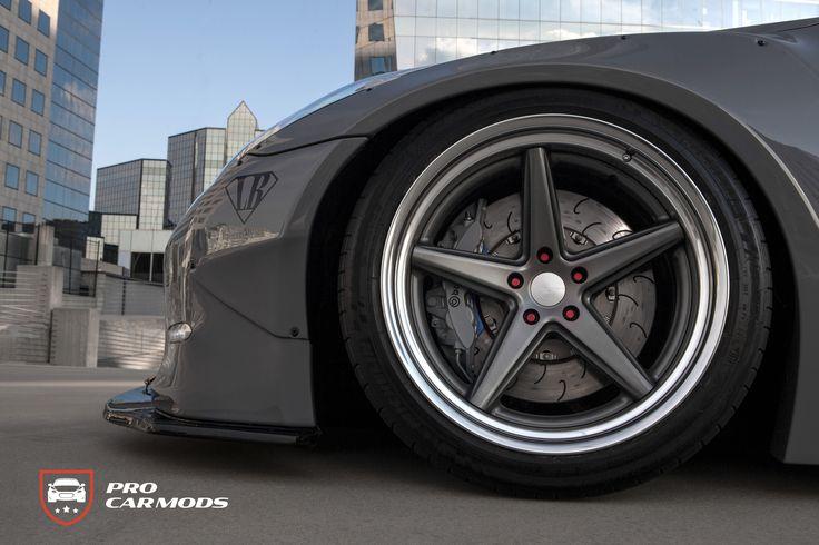 Concave 5-spoke 20″ Vossen Work VWS3 on Nissan GTR Libertywalk https://procarmods.com/projects/libertywalk-nissan-gtr-black-edition/#