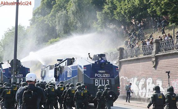 Płonące auta, zdemolowane sklepy, 200 rannych policjantów. Starcia na ulicach Hamburga