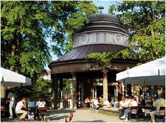 Teehaus im Weissenburgpark - besser gesagt, der Aussichtspunkt weiter vorne...
