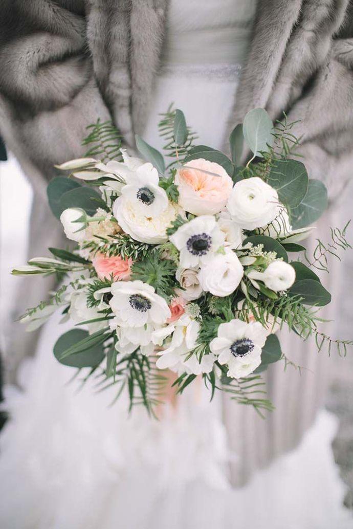 Schöne Brautsträuße mit Anemonen für die Winterhochzeit | Friedatheres.com
