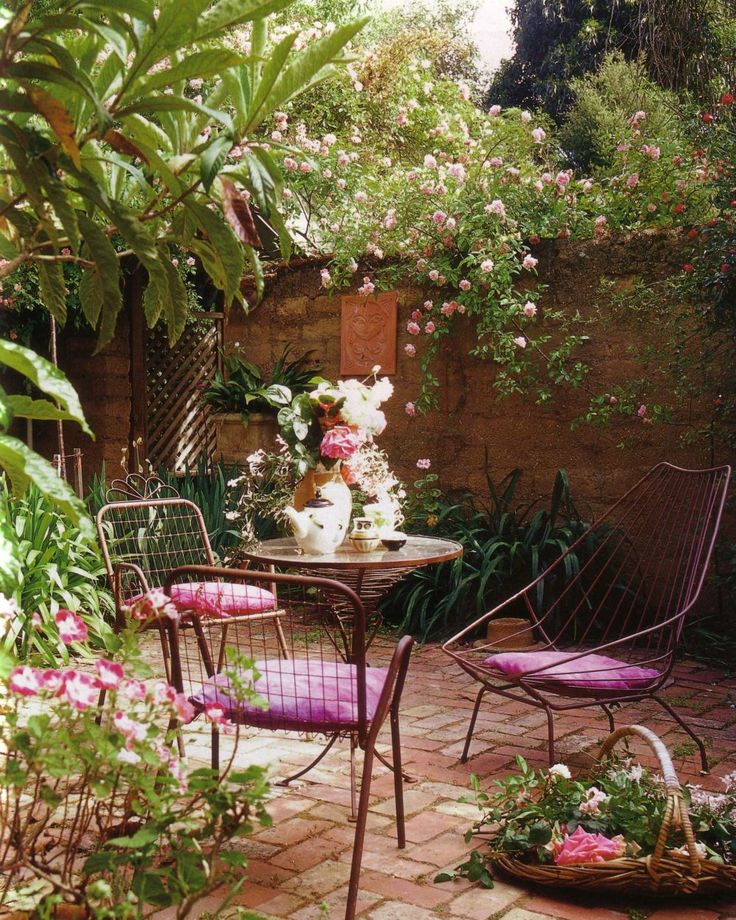 25 beautiful small courtyard gardens ideas on pinterest for Small courtyard garden ideas
