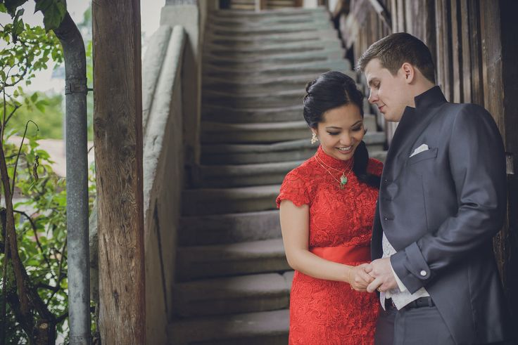 Couples shooting after the chinese tea ceremony. The bride wearing a stunning red dress. Photo by Monica Tarocco