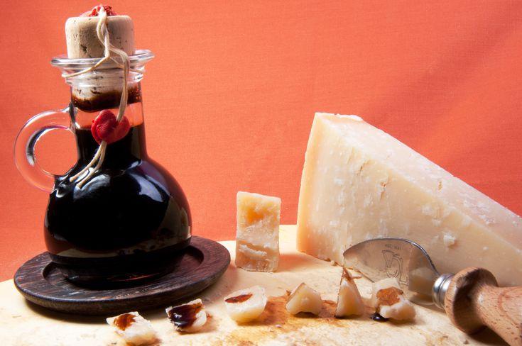 L'Aceto Balsamico di Modena è un condimento a Indicazione geografica protetta (IGP).  Si produce secondo varie ricette. Il disciplinare di produzione IGP lascia ampio margine di azione, prevedendo l'utilizzo di mosto di uva (anche non proveniente dalle province di Modena e Reggio Emilia) in percentuali tra il 20 e il 90% e di aceto di vino dal 10 all'80%. È consentito l'uso di caramello, fino al 2%. La lettura dell'etichetta può fornire utili informazioni sugli ingredienti usati e sui metodi…