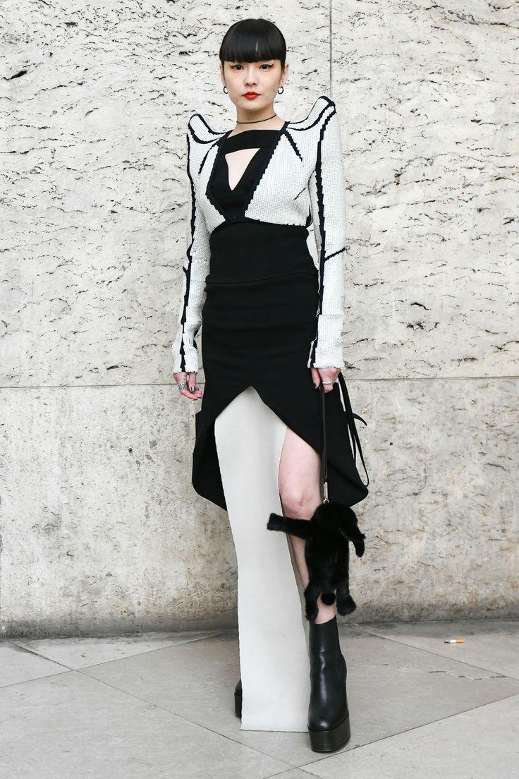 リックオウエンスの顔バッグを持ってきた妻ミシェルに仰天今季もリックのショー会場は強者ぞろいno 30 2020 ファッションアイデア ファッション モデル