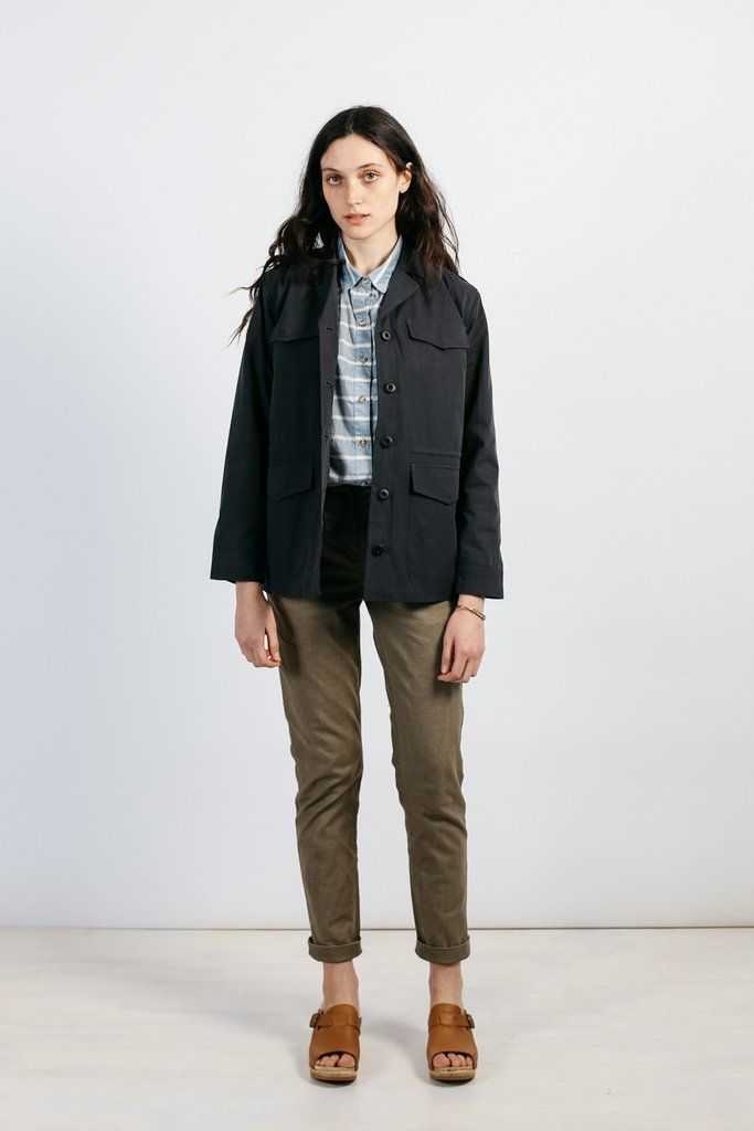 Inspired by the overwhelming popularity of our men's cotton jackets, we designed a brand new lightweight 100% cotton jacket for women. The Dana continues our love affair with classic utilitarian outer