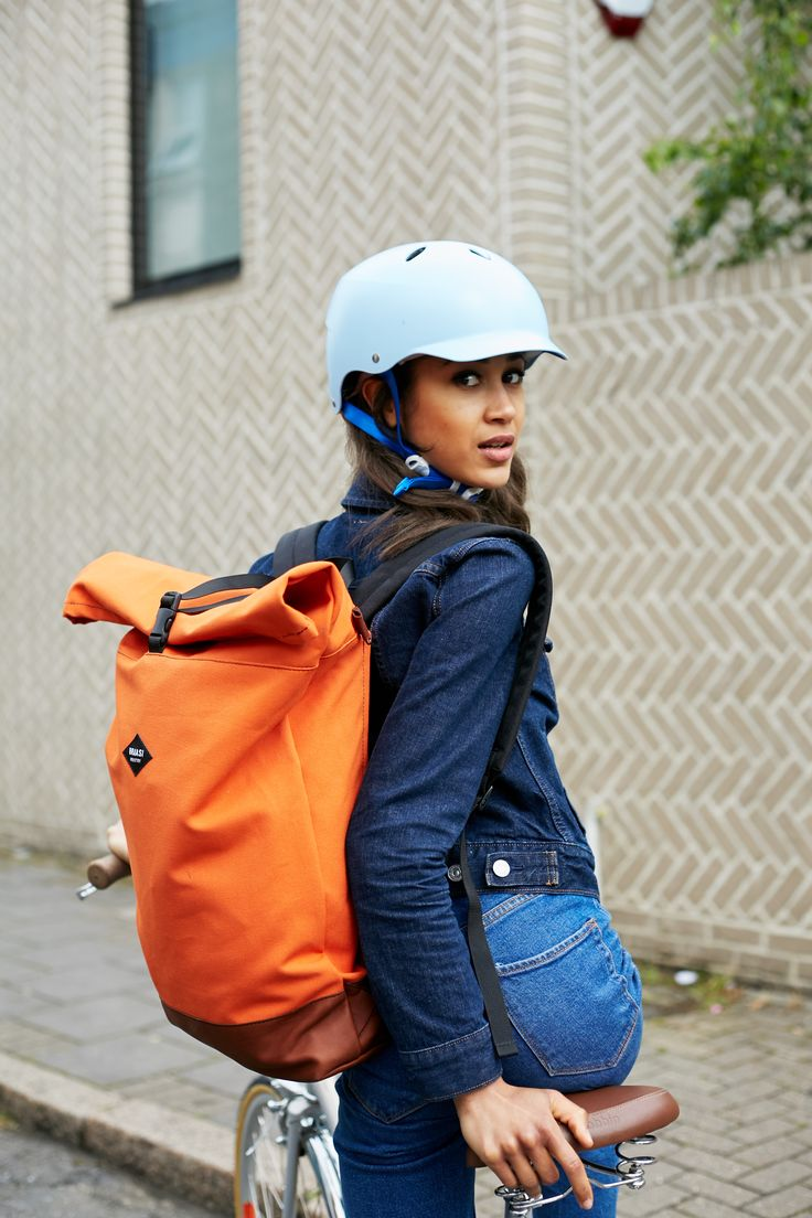 The Bern Lenox ladies bike helmets in Satin Blue. The perfect stylish, urban cycling helmet!