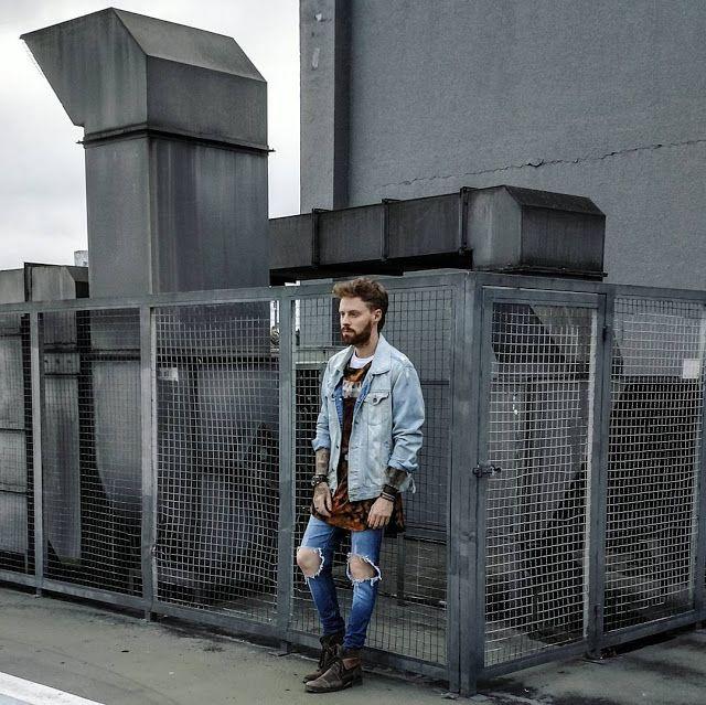 Jaqueta Jeans. Macho Moda - Blog de Moda Masculina: Jaqueta Jeans Masculina: Pra Inspirar e Onde Encontrar. Moda Masculina, Roupa de Homem, Moda para Homens. Calça Skinny Rasgada, Bota Marrom Masculina, Coloral, Leonardo Leal