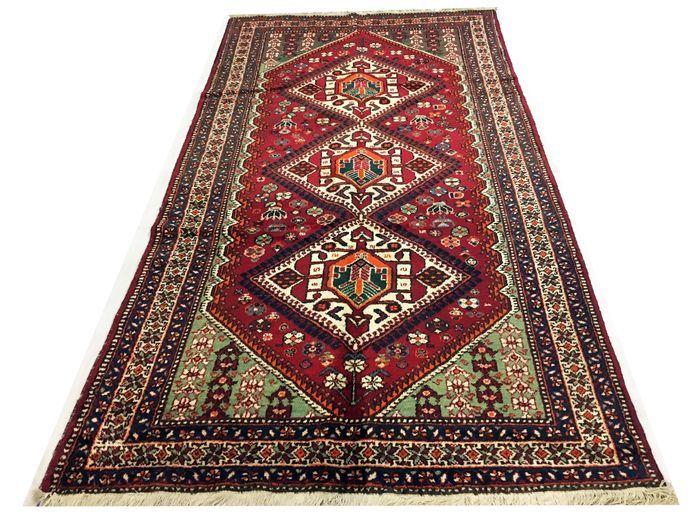 Amazing Oriental tapijt: antieke Gashqaï 320 x 170 cm rond 1950!!  Welkom bij passie d'Orient:Deze tapijten zijn gemaakt door nomaden van de plateaus van Zuidwest-Iran. Ze zijn zeer dichtbevolkte gevlochten voor nomad tapijten en hun ontwerp is een van de meest interessante en gevarieerde gevonden in tapijten geknoopt door nomaden. Deze tapijten zijn meestal blauw en diep rood. Ze zijn goede waarde voor je geld als gevolg van hun hoge kwaliteit.Vervaardiging: HandgeknoopteLengte: 320 x 170…