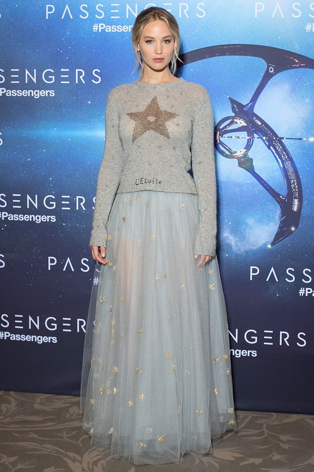 Дженнифер Лоуренс в Christian Dior на премьере фильма «Пассажиры» в Париже